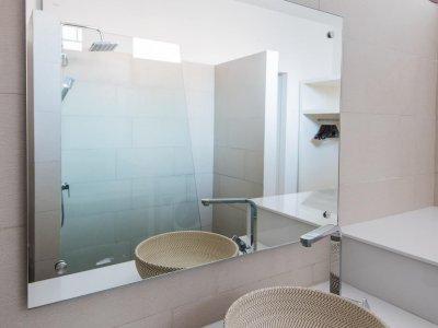 Urban appartment Mechelen - met bad, regendouche en mooie lavabo